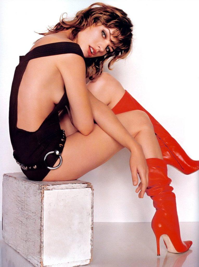 Milla Jovovich In Lingerie Pics