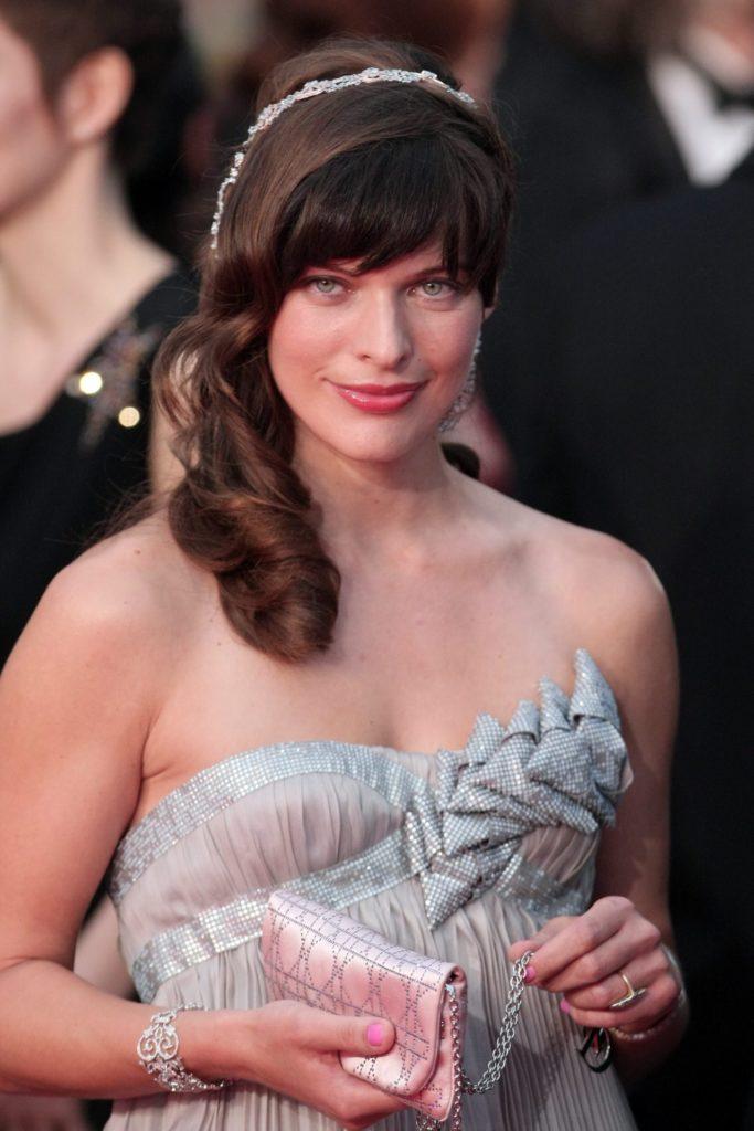 Milla Jovovich Topless Wallpapers