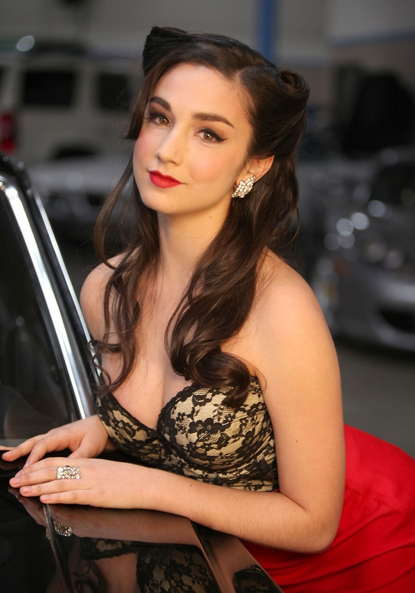 Molly Ephraim Muscles Pictures