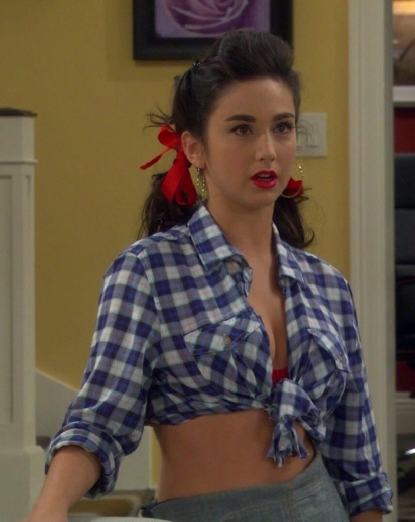 Molly Ephraim Navel Pics