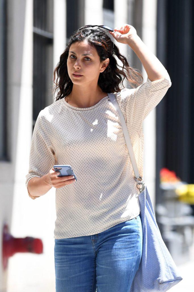 Morena Baccarin Jeans Pics