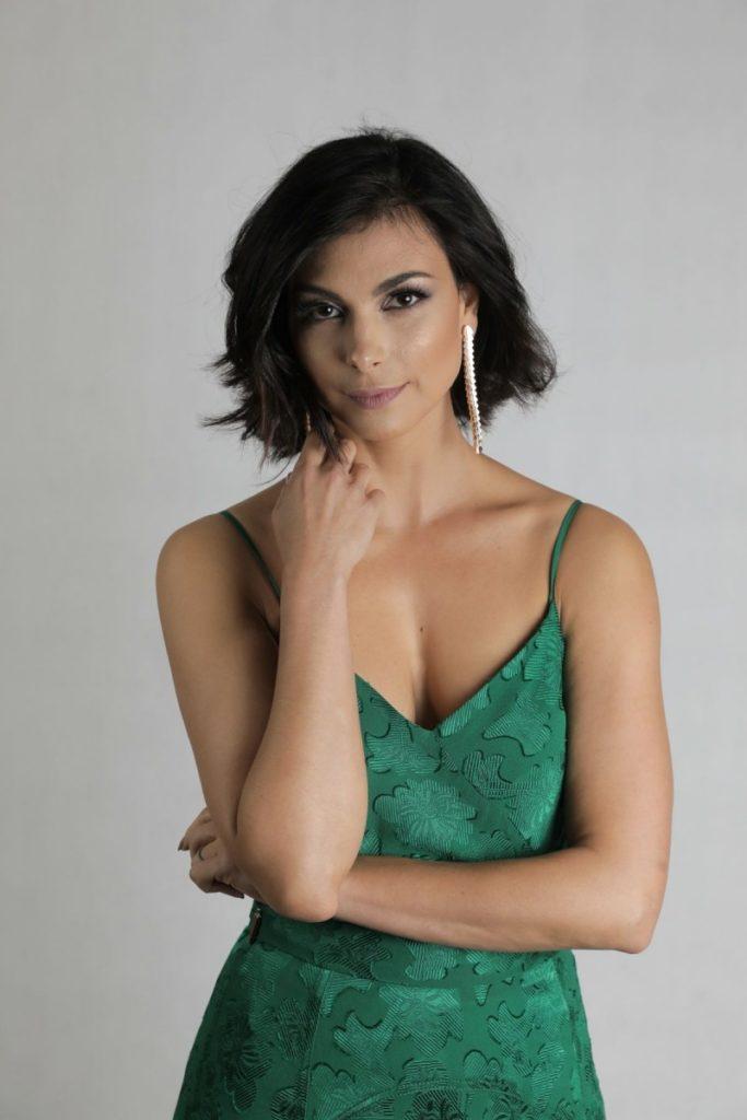Morena Baccarin Short Hair Style Pics