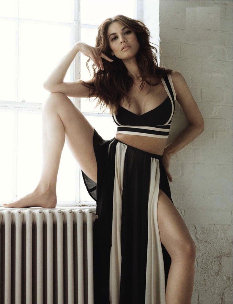 Olga Kurylenko Sexy Legs Pics