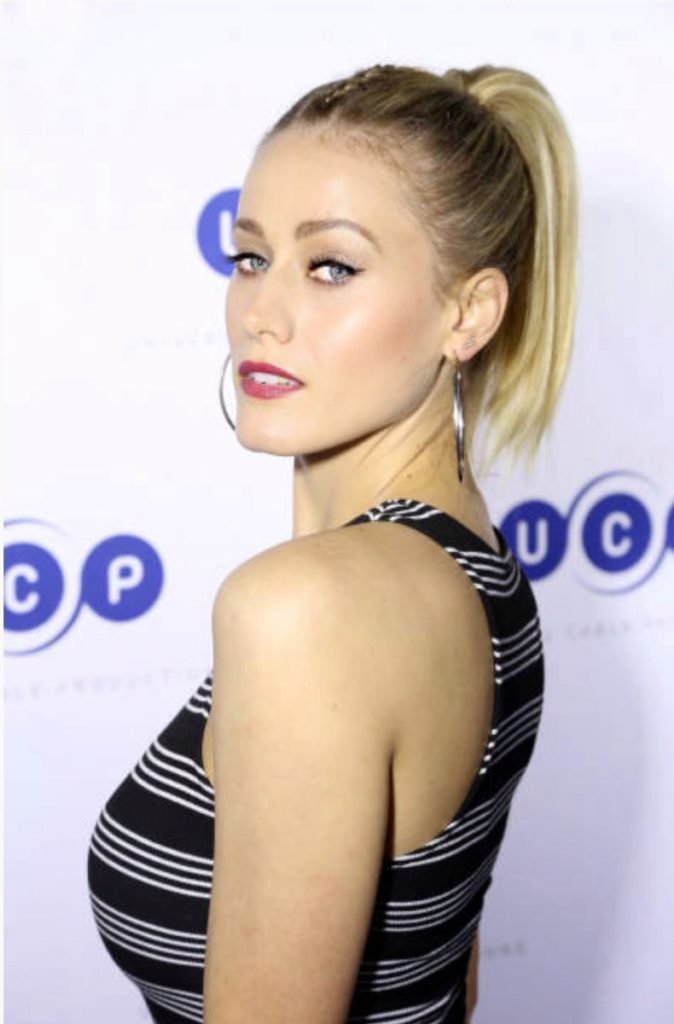 Olivia Dudley In Backless Clothes Photos