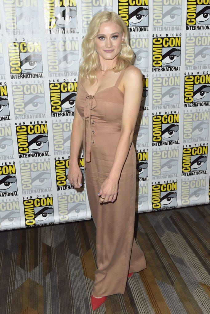 Olivia Dudley In leggings Pics
