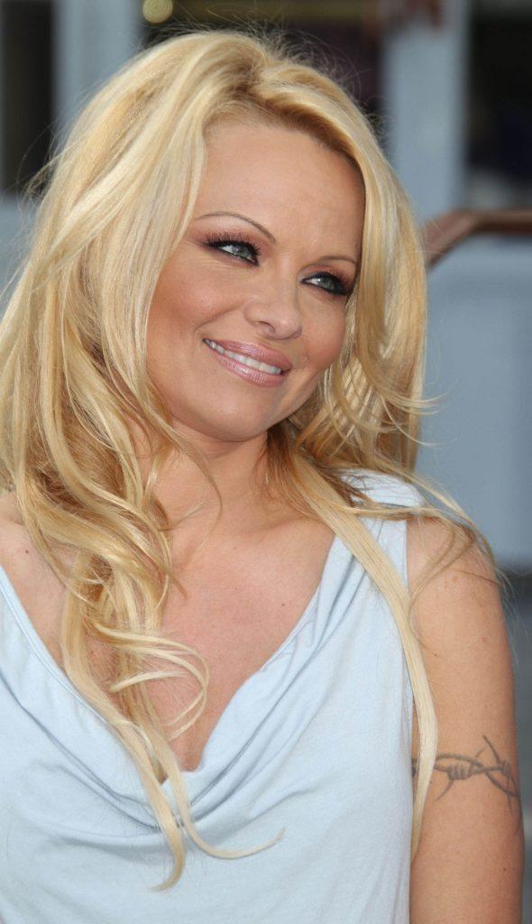 Pamela Anderson Cute Smile Pics