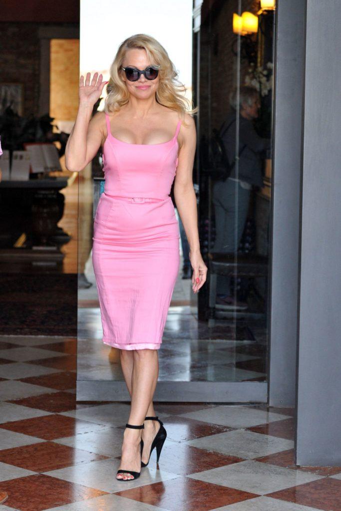 Pamela Anderson Goggles Pics