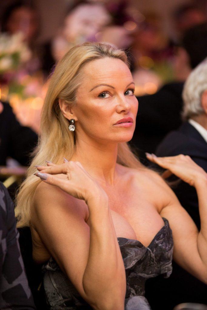 Pamela Anderson Hair Style Pics