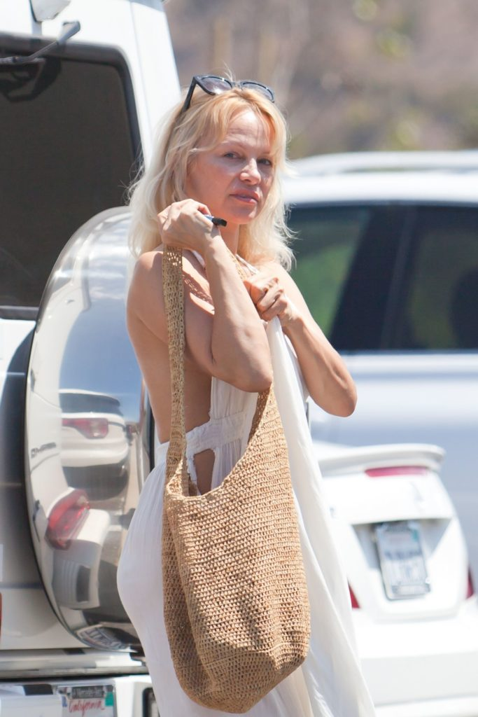 Pamela Anderson In Backless Pictures