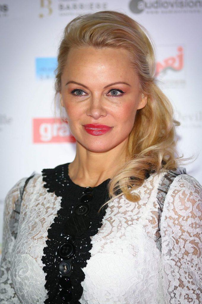 Pamela Anderson Makeup Pics