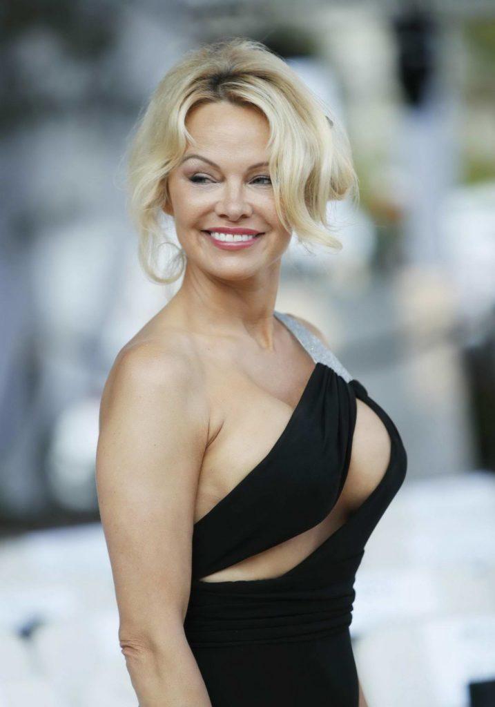 Pamela Anderson Oops Moment Pics