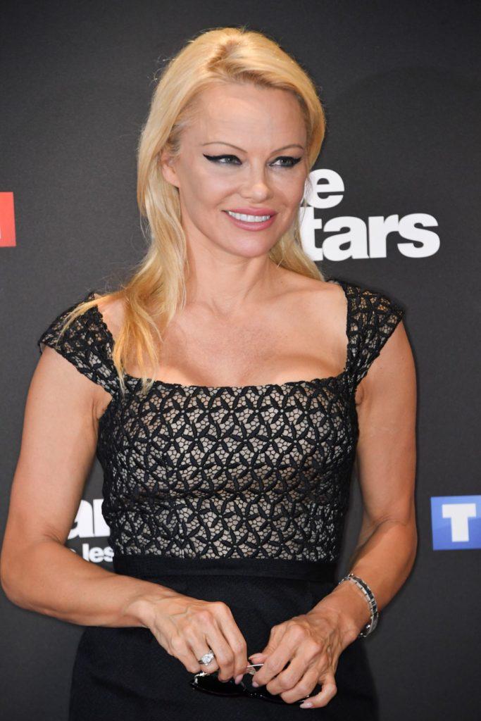 Pamela Anderson Sexy Eyes Pics