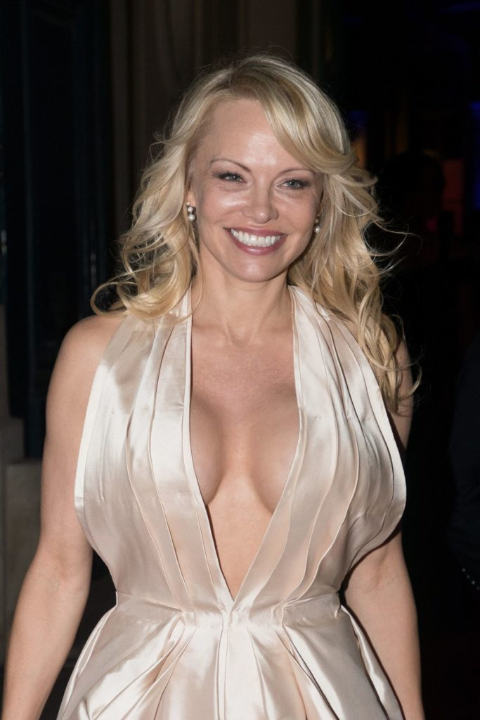 Pamela Anderson Without Bra Images