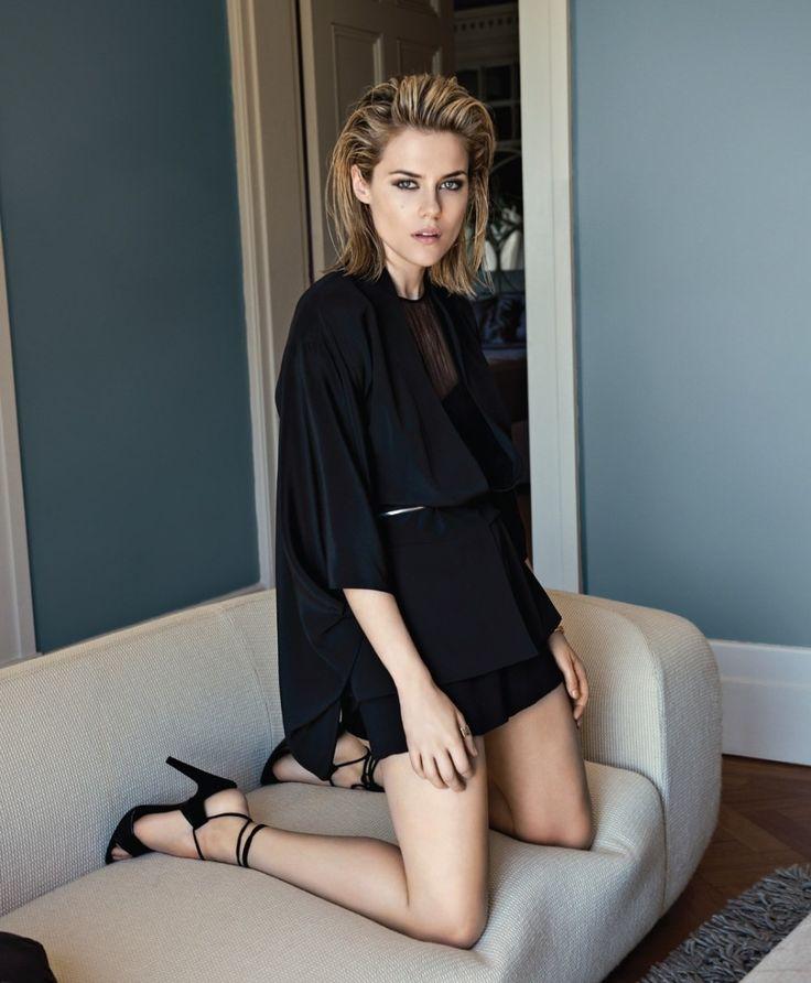 Rachael Taylor Legs Pics