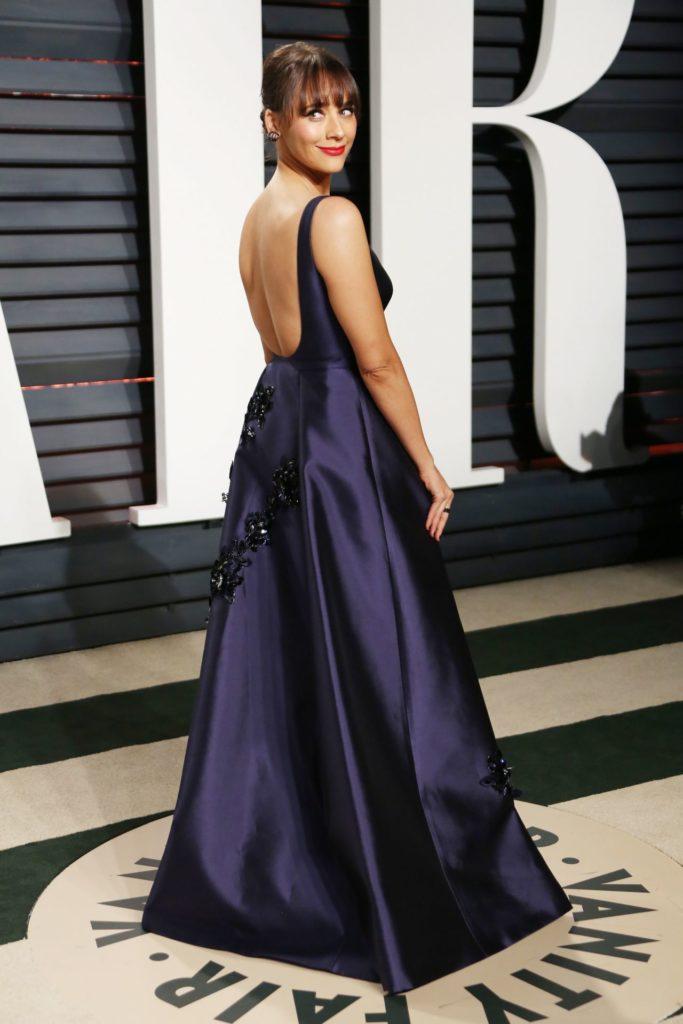 Rashida Jones In Backless Gown Pics