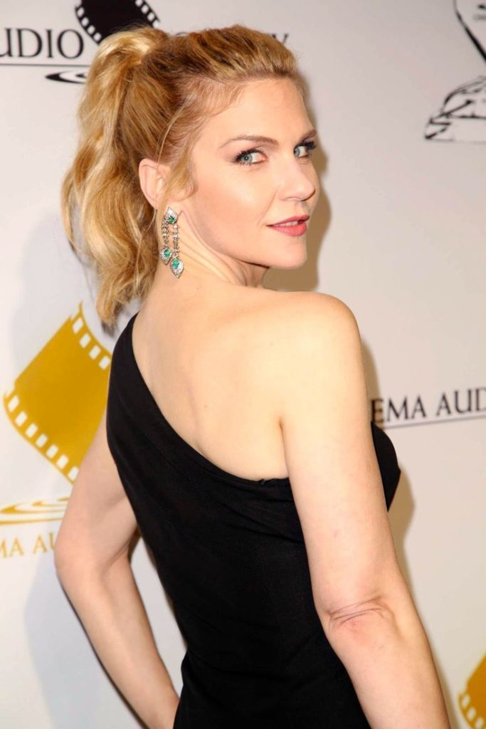 Rhea Seehorn In Backless Clothes Wallpapers