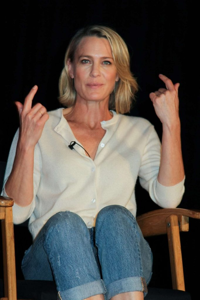Robin Wright In Jeans Photos
