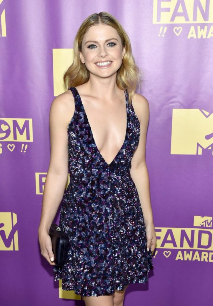 Rose McIver Without Bra Photos