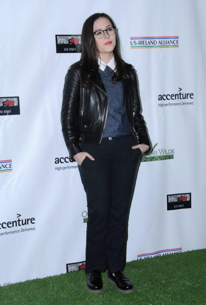 Shannon Woodward In Leggings Pics