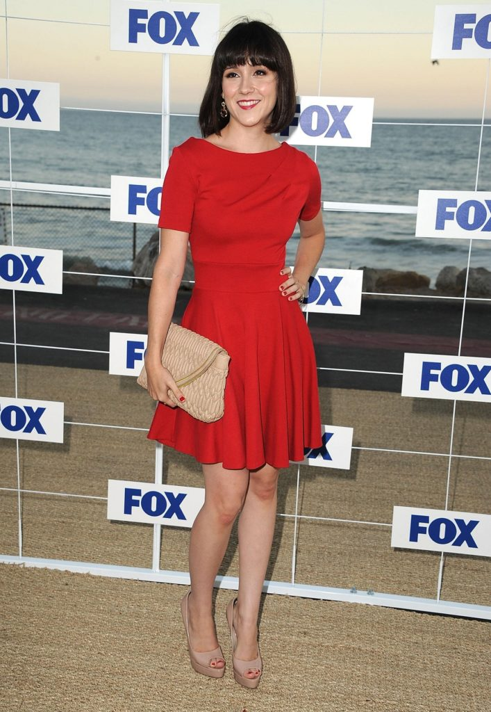 Shannon Woodward In Shorts Pics