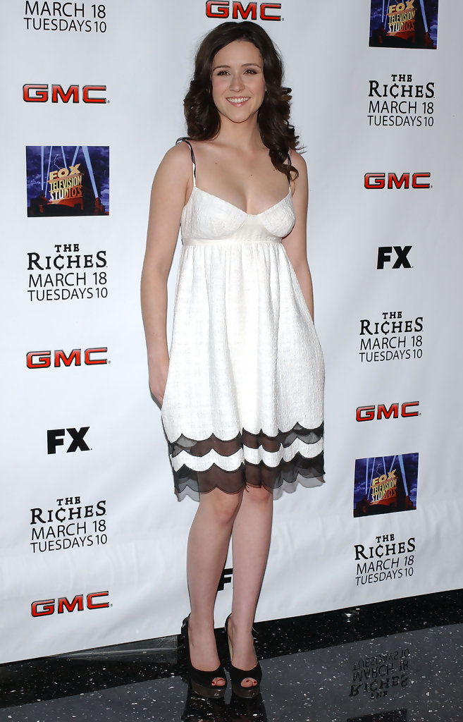 Shannon Woodward Legs Images