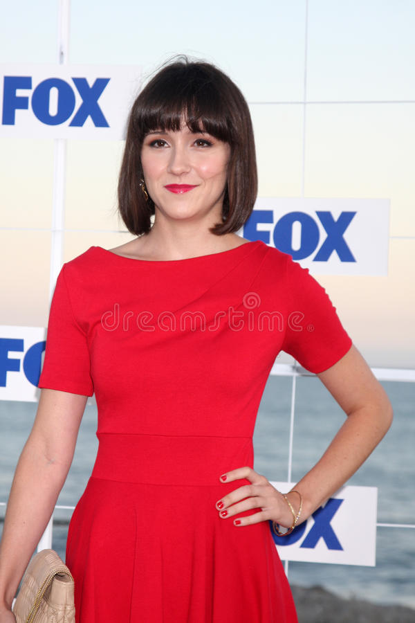 Shannon Woodward Sexy Look Images