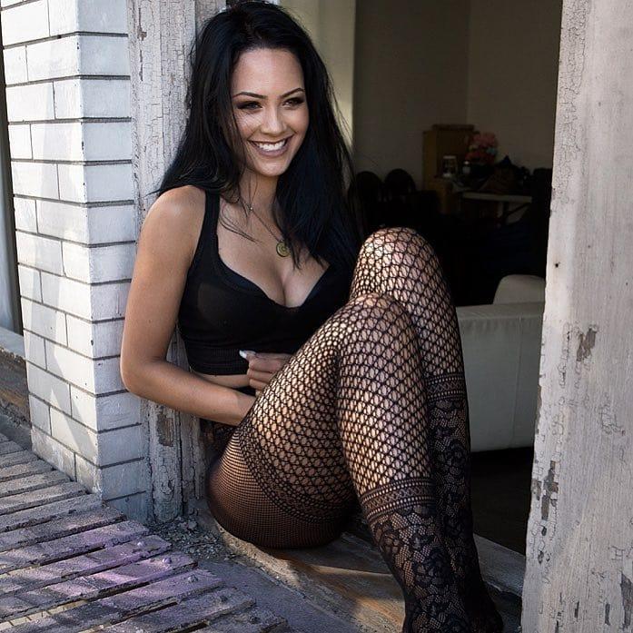 Tristin Mays Bikini Pose Pics
